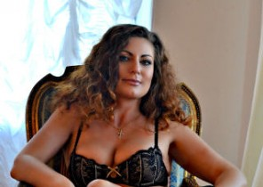 Muddy chat with  Larne dirty 121 sex lady JuliannaX While I'm Unwrapping
