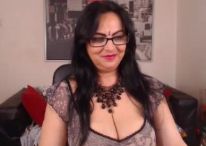 Super-hot chat with  Eaumaris XXX fun slag KinkyHoneyX While I'm Getting naked