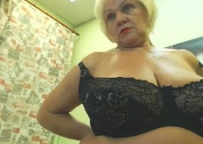 Tasty chat with  Swanage XXX Nude slapper BlondiBomb While I'm Fingering my ass