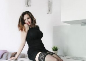Live chat with  Anbury 121 adult chat lady EliseFlirt While I'm Finger-tickling