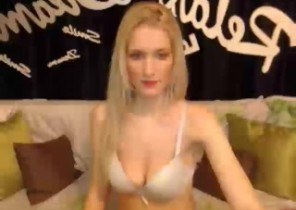 Rude chat with  Oundle strip cam lady KelliaTS While I'm Touching myself