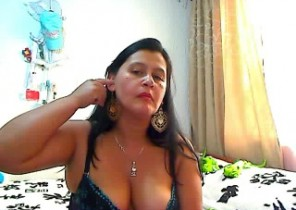 Red-hot chat with  Doncaster XXX cam babe KinkyViolet While I'm Fingering