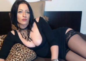 Super-fucking-hot chat with  Forres XXX cam chick Lorre While I'm Toying with myself