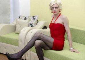 Live chat with  Ylesbury XXX fun bitch ClementineTS While I'm Touching myself
