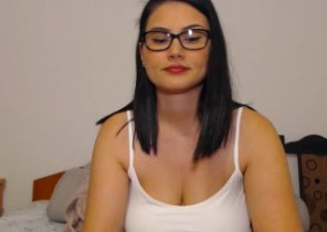 Online chat with  Rundel 1-2-1 sexy time dame LittleDevilXXX While I'm Undressing