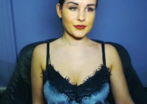 Rude chat with  Faversham 1-2-1 sexy time female Nellaa While I'm Unwrapping