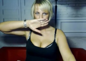 Sloppy chat with  Elgin strip cam dame LuisaDream While I'm Getting naked