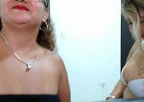 Online chat with  Woking 121 sex chat lady AshlyCandy While I'm Frigging