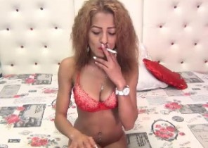 Super-steamy chat with  Tain strip cam chick SavannahOne While I'm Unwrapping