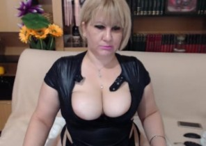 Dating chat with  Sandy 1-2-1 sexy time dame SquirtRoxxy While I'm Wanking my slit