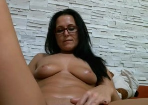 Super hot chat with  Falkland nude cam slapper SweetJully While I'm Playing with my honeypot
