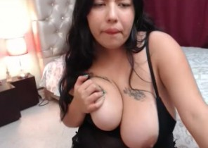 Live chat with  Dunstable 121 sex chat woman LunaBigBoobs While I'm Frigging