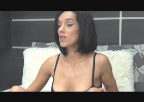 Saucy chat with  Wokingham Mutual Masturbation woman ExotiqueGirl While I'm Masturbating my cunt