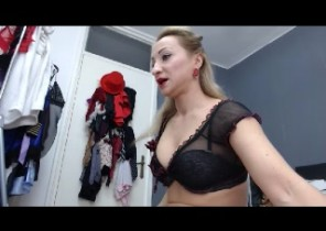X-rated chat with  Folkestone 121 cam fun whore FoxyDeville While I'm Playing with myself