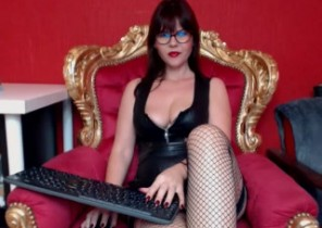 Instant chat with  Leamington Spa XXX fun female ShineGoddess While I'm Undressing