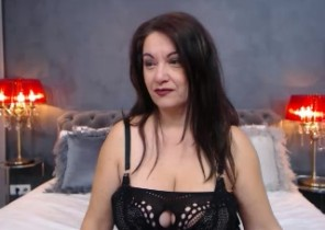 Live chat with  Howden XXX fun dame WantedNicole While I'm Playing my asshole