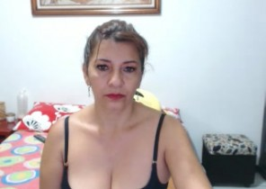 Snapchat chat with  Woodstock strip cam woman ClarieRoss While I'm Touching myself