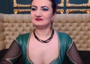 Online chat with  Diss cam ex-gf NaturalFetish While I'm Flashing my coochie