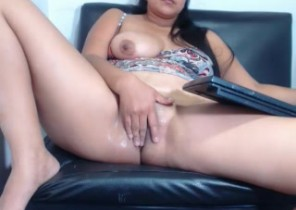 Online chat with  Colne 121 adult fun slag Ryannabanks While I'm Stroking