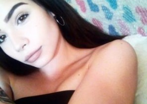 Group chat with  Spalding 121 adult chat slapper AngelSweetyXO While I'm Finger-tickling