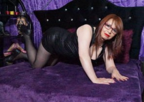 X-rated chat with  Bloxwich strip show slapper AllissaSilk While I'm Getting naked