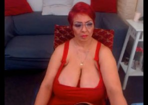 Personal chat with  Evesham cam lady LadyLibely While I'm Wanking my puss