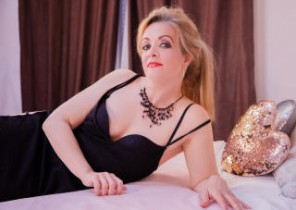 Super-steamy chat with  North Berwick horny cam dame IvanaCharm While I'm Fondling myself